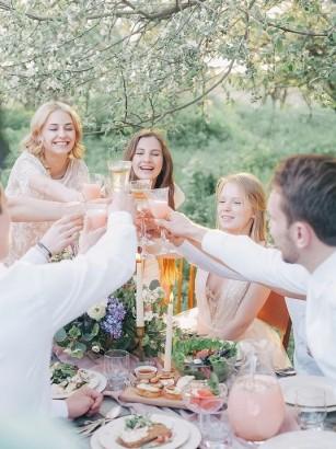 Care este cheia fericirii, prietenii sau familia?