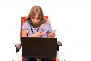 Utilizarea în exces a rețelelor sociale pentru a căuta informații despre COVID-19 se corelează cu depresie