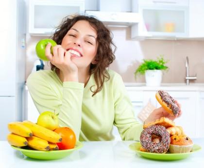 Consumul majorității caloriilor în prima parte a zilei nu influențează scăderea în greutate