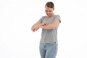 Frecarea pielii activează o cale anti-prurit la nivelul măduvei spinale