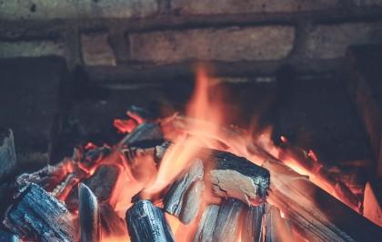 Gătitul cu lemn ar putea determina leziuni pulmonare