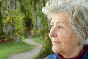 Tânăr și neliniștit, bătrân și concentrat: diferențe în interpretarea confuziei mintale