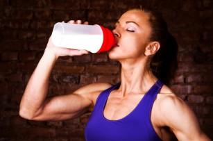 Consumul de electroliți în loc de apă pură poate ajuta la prevenirea crampelor musculare