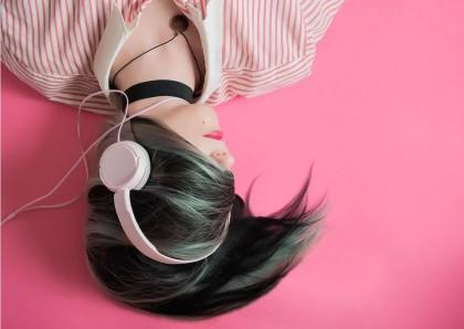 Muzica ascultată în apropierea orei de culcare perturbă somnul