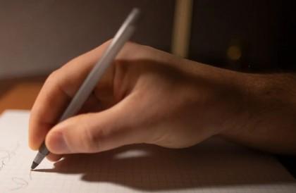 Scrisul de mână, benefic pentru învățarea mai rapidă și mai eficientă a unor noi abilități