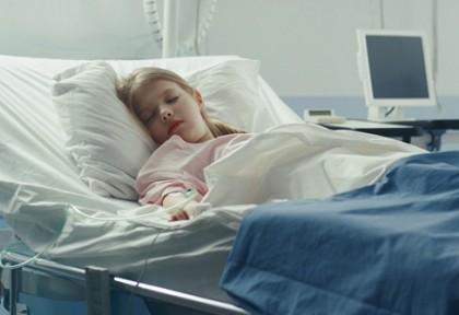 Un nou studiu din Marea Britanie relevă amploarea complicațiilor cerebrale la copiii spitalizați cu COVID-19