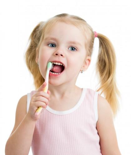Utilizarea de fluor topic pentru prevenirea cariilor dinților de lapte