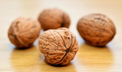 """Consumul zilnic de nuci contribuie la reducerea colesterolul """"rău"""" și al riscului de boli cardiovasculare"""