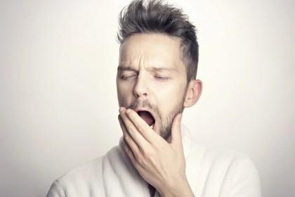 Deficitele cauzate de zece zile de somn insuficient persistă pentru minimum o săptămână