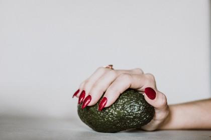 Consumul de avocado schimbă distribuția grăsimii de pe burtă la femei