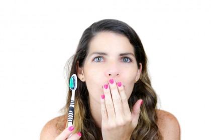 Parodontita, cauzată în principal de bacteriile orale, mai degrabă decât de genetică
