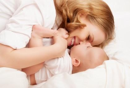 Femeile care alăptează pe o perioadă mai lungă de timp își reduc riscul de depresie postpartum