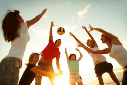 Exercițiul aerobic după o comoție cerebrală suferită pe terenul de sport accelerează recuperarea la sportivii tineri
