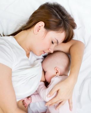 Pot rămâne însărcinată cât timp alăptez?