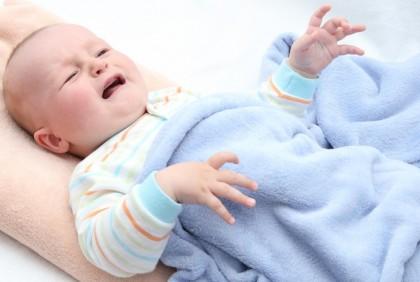 De ce bebelușul vomită?