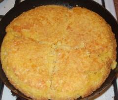 Plăcintă cu mălai și brânză telemea de vacă