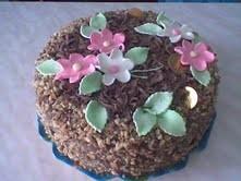 Tort festiv de ciocolată cu alune de pădure
