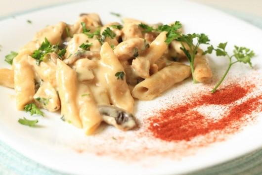 Rețetă Paste cu pui, ciuperci și cașcaval