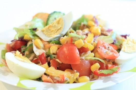 Rețetă Salată cu ton și ouă fierte - pentru 6 persoane