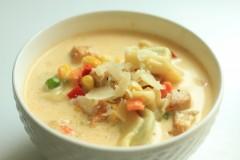 Tortellini cu pui, legume și smântână