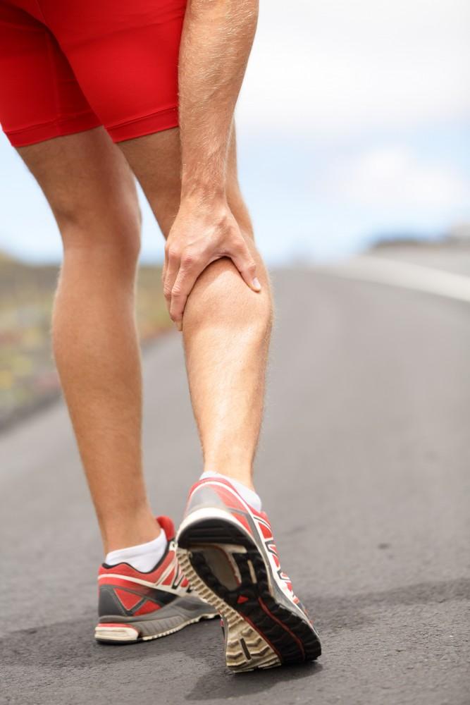 picioare umflate după expunerea la soare ce cauzează spasmele coapsei