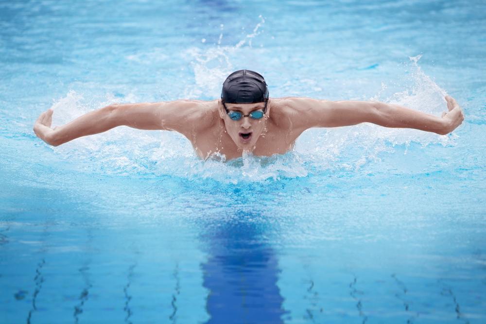 înotul vindecă articulațiile