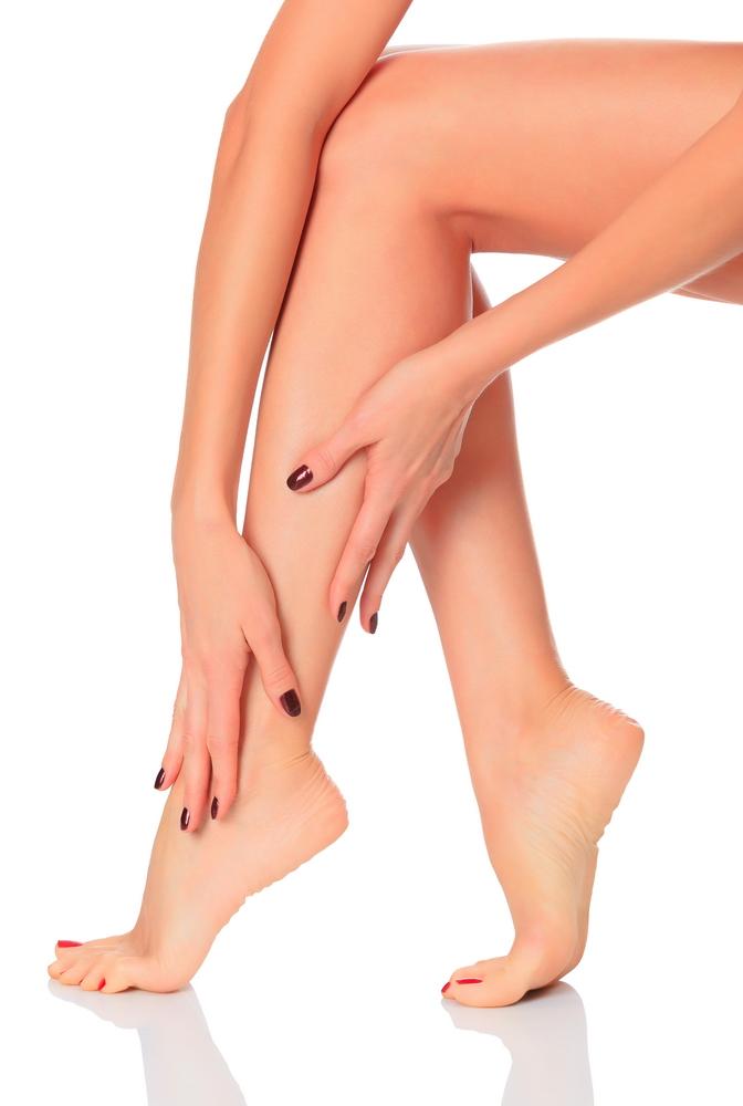 ceea ce face ca picioarele să se simtă strânse și umflate