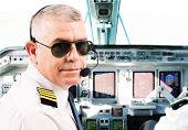 Piloții de avion ar fi mai predispuși la cancer de piele