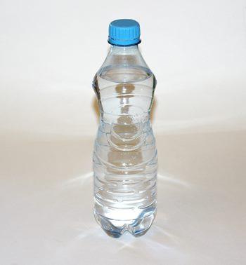Pericolul din urma utilizării repetate a aceleiași sticle din plastic