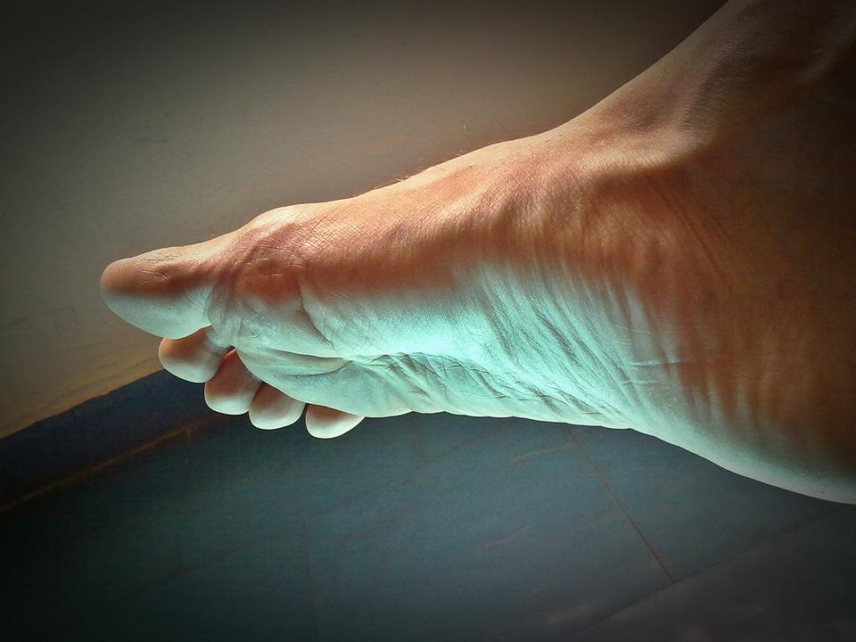 picioarele inferioare cu mâncărime foarte uscată