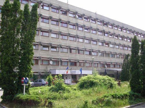 Spitalului Judetean s-a infiintat in decembrie 1973, prin unificarea mai  multor unitati sanitare existente la acel moment in oras.